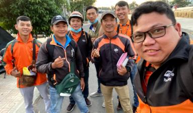 Nhân viên FPT Tiền Giang tư vấn dịch vụ internet tốc độ cao khu vực Chợ Gạo